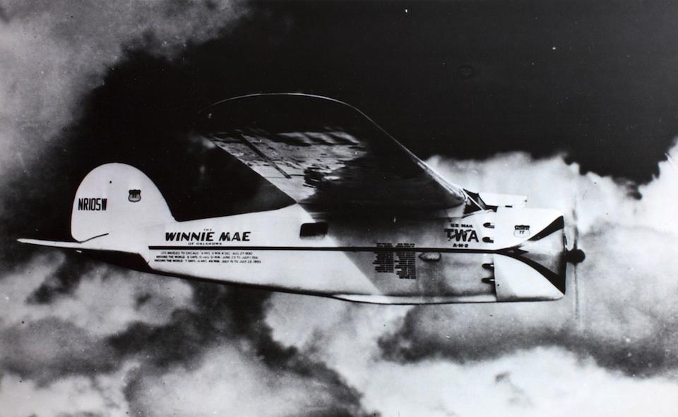 Wiley Hardeman Post en el Winnie Mae volando