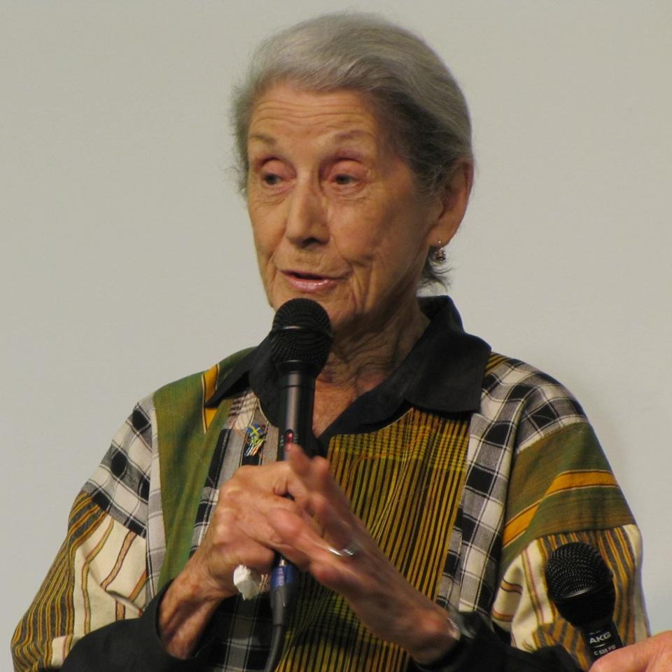 Nadine Gordimer, Nobel de Literatura 1991, contra el apartheid en Sudáfrica