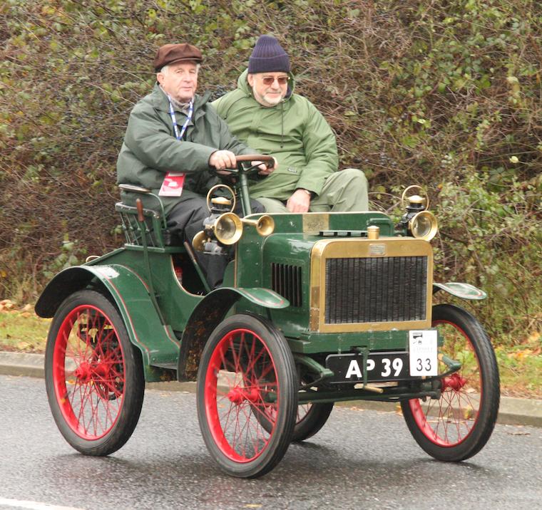 Carrera de vehículos antiguos, automóvil de 1899- Brian Snelson