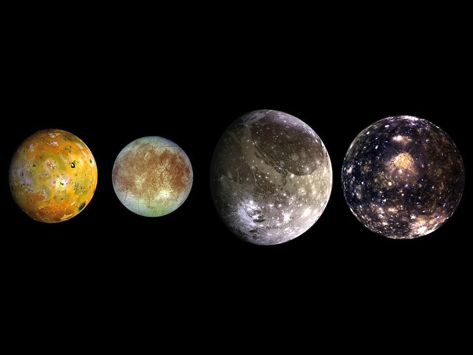 """Cuatro """"estrellas"""" observa Galileo a través de su telescopio; son las lunas de Júpiter, el 7 de enero de 1610"""