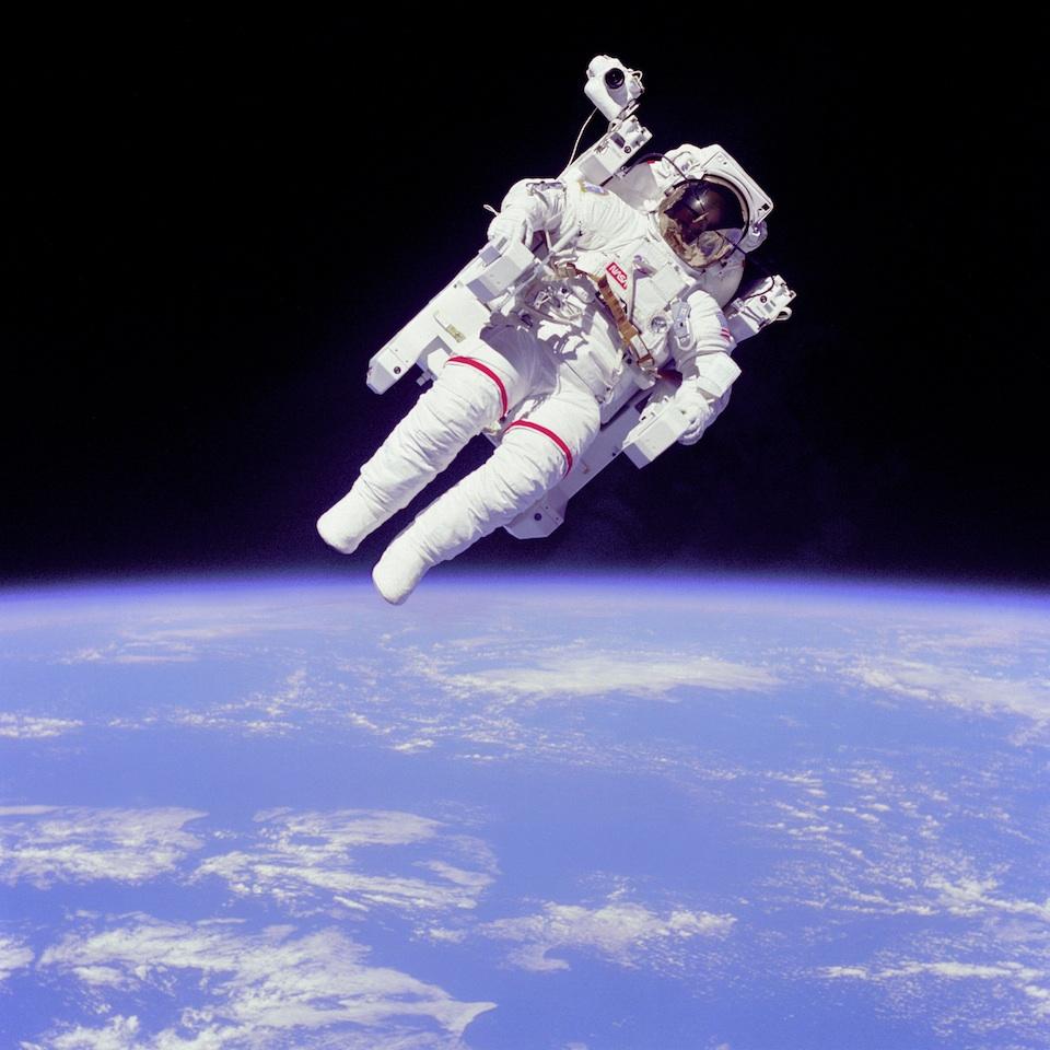 Bruce McCandless, su MNU y su vuelo espacial en solitario- NASA