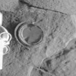 La primera excavación humana en Marte, de 2.65 mm de profundidad, en 2004