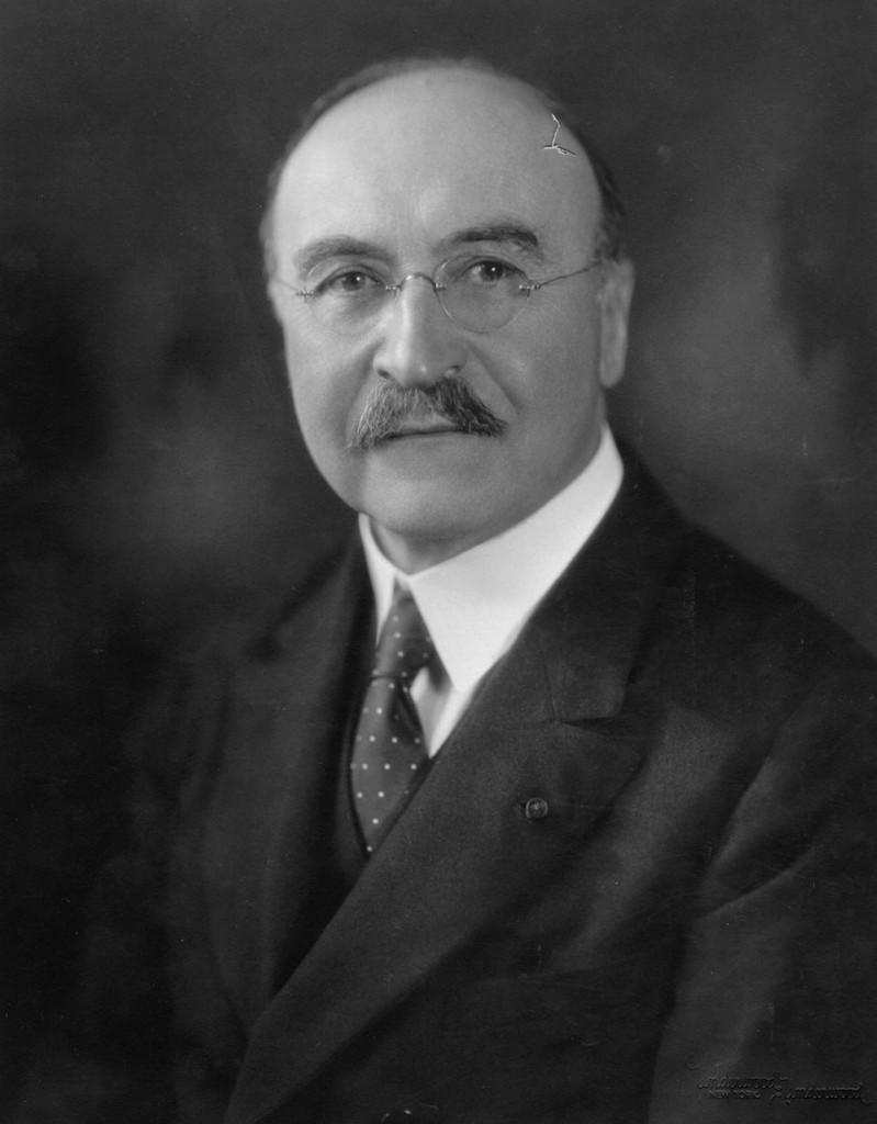 Leo Hendrik Baekeland, inventor de la baquelita, hito de la segunda revolución industrial