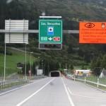 El gran túnel de San Bernardo, casi 6 kilómetros atravesando los Alpes; inaugurado en 1964