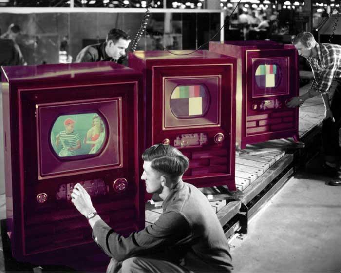 Imagen coloreada del televisor CT-100 de RCA