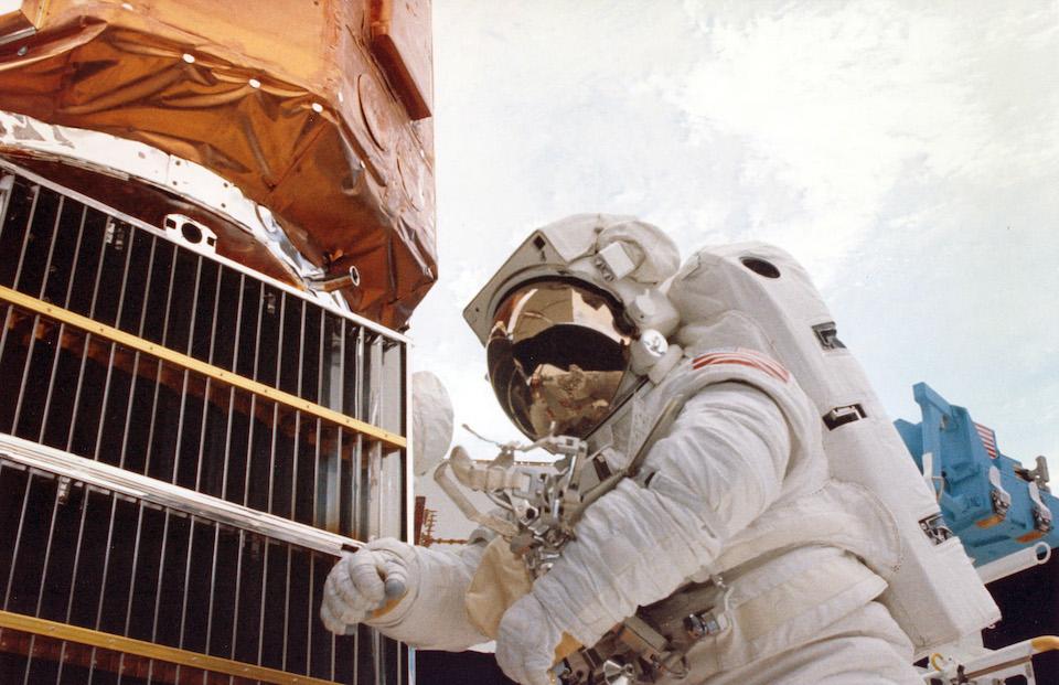 Reparación del satélite Solar Max- NASA