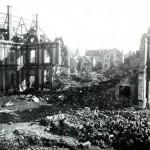 Dos mil libros medievales perdidos al ser bombardeada la biblioteca medieval de Chartres, Francia, el 26 de mayo de 1944