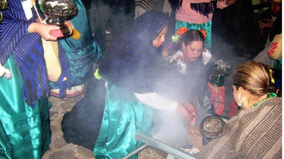 Encendido del Fuego Nuevo, por la etnia Purépecha, Michoacán, México- Foto Benjamín Lucás Juárez