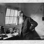 Sir Joseph Wilson Swan, le disputó a Edison la paternidad del invento de la bombilla eléctrica