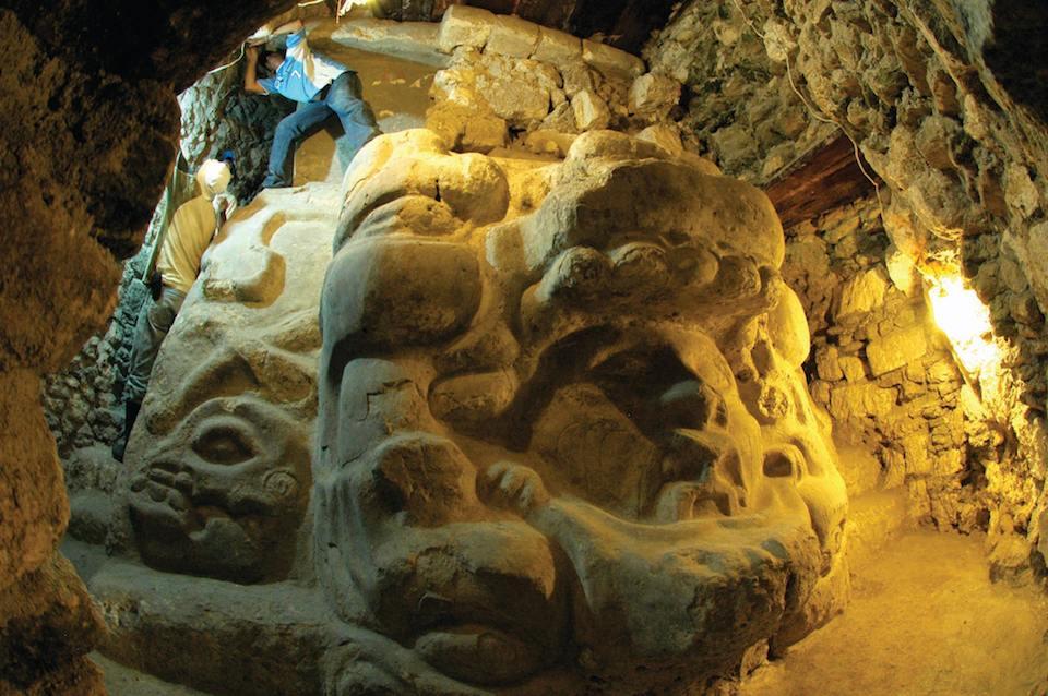 Cival, replantear la cronología de la civilización maya. Presentada el 6 de mayo de 2004