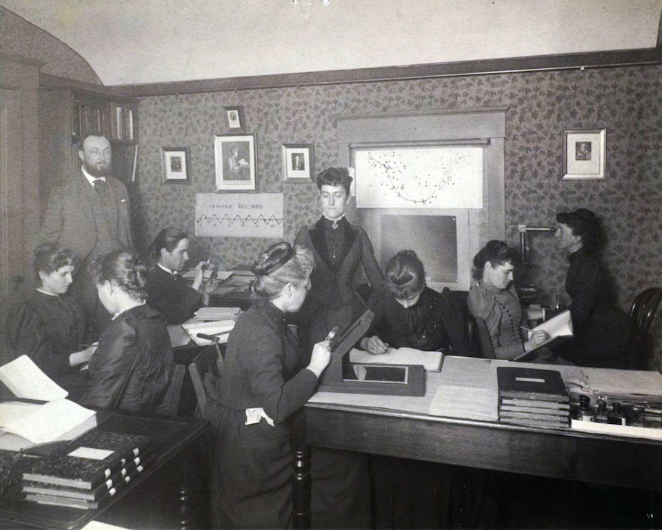 Williamina Paton Stevens Fleming, con las calculadoras humanas- Archivo de la Universidad de Harvard c