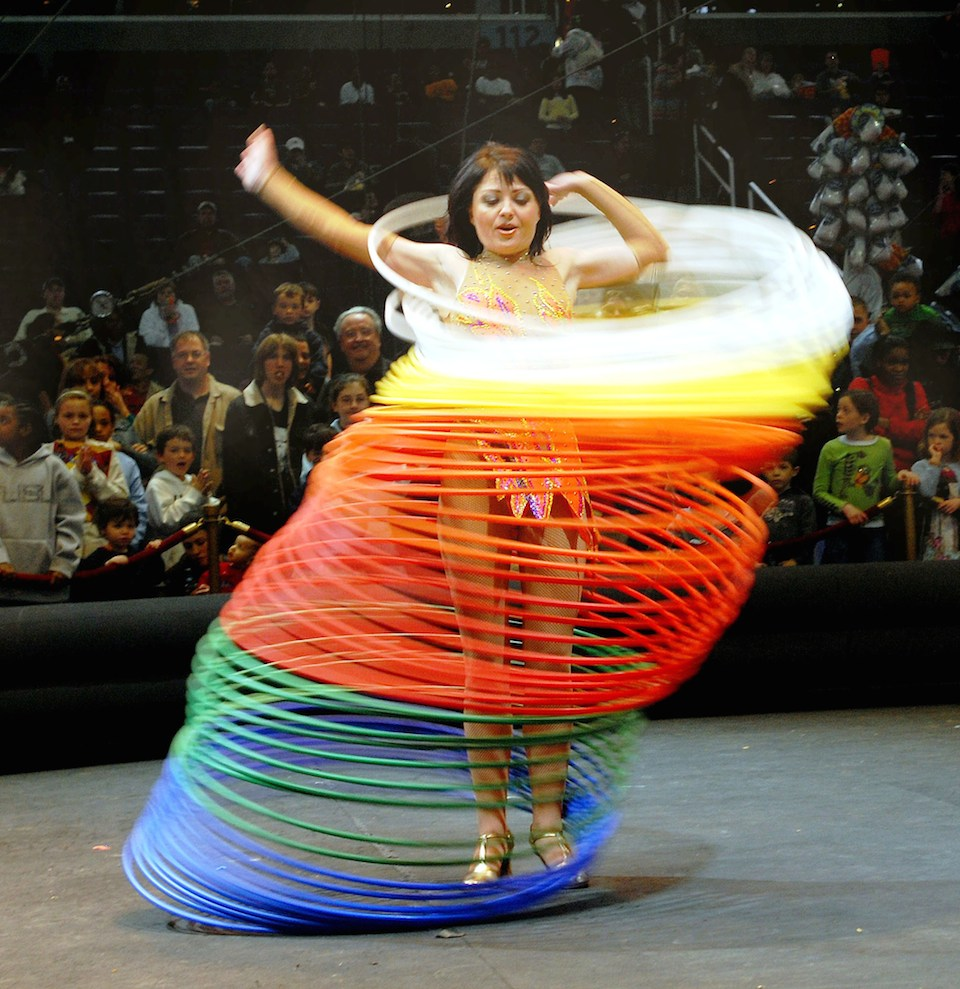 Bailando con 60 Hula Hoops- Samantha Quigley