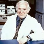 Sir James Whyte Black, Nobel de Medicina 1988, por el descubrimiento de drogas para afecciones cardiacas y digestivas