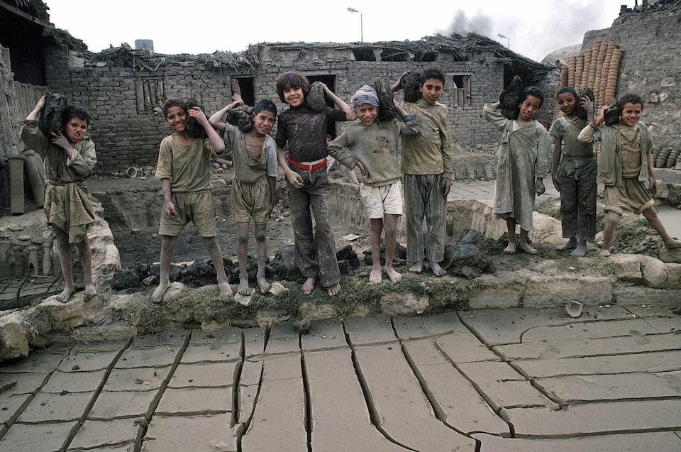Niños egipcios en una construcción, Jean Pierre Laffont/ ONU Foto