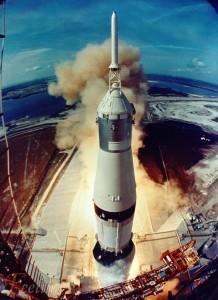 Despegue del Saturno V llevando el Apolo XI