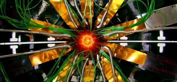CERN / En ALICE, un detector de iones pesados en el Gran Colisionador de Hadrones, en el Centro Europeo para la Investigación Nuclear, trabajan poco más de mil científicos procedentes de cien institutos de f