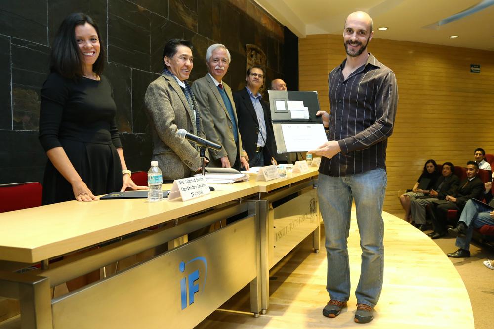 Premio Jorge Lomnitz al físico Isaac Pérez.