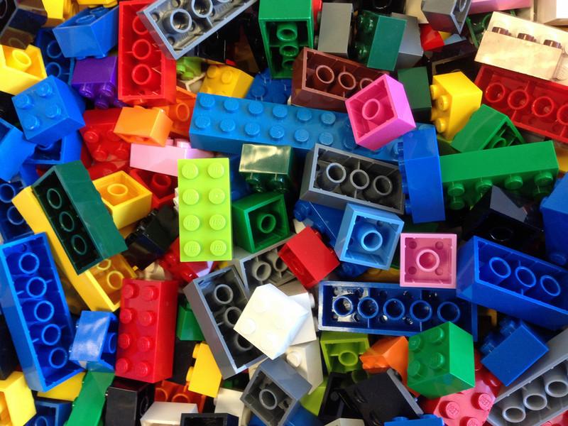 Un lenguaje de programación con cajas virtuales de colores que imita las piezas de Lego