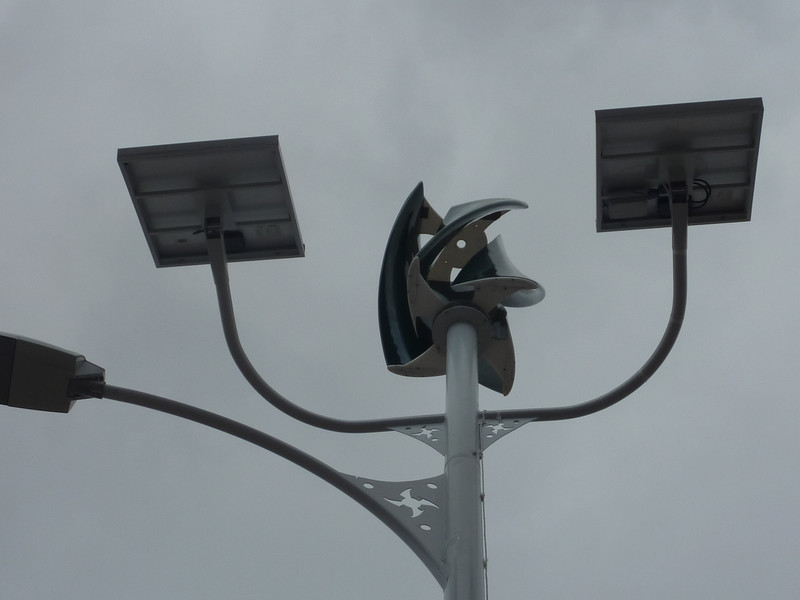 Alumbrado público con energía solar y eólica.