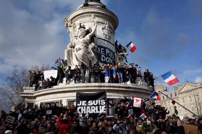 Manifestaciones en contra de los atentados de París en la Plaza de la República de la capital francesa. / Olivier Ortelpa