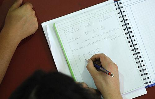 ¿Los hombres aprenden mejor matemáticas que las mujeres?