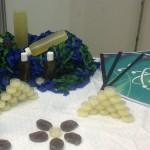 Un jabón y un ungüento hechos a base de plantas medicinales, creados por estudiantes de la UV
