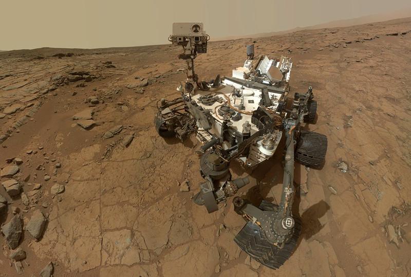 El rover Curiosity en el punto de perforación John Klein, donde se tomaron algunas muestras. / NASA