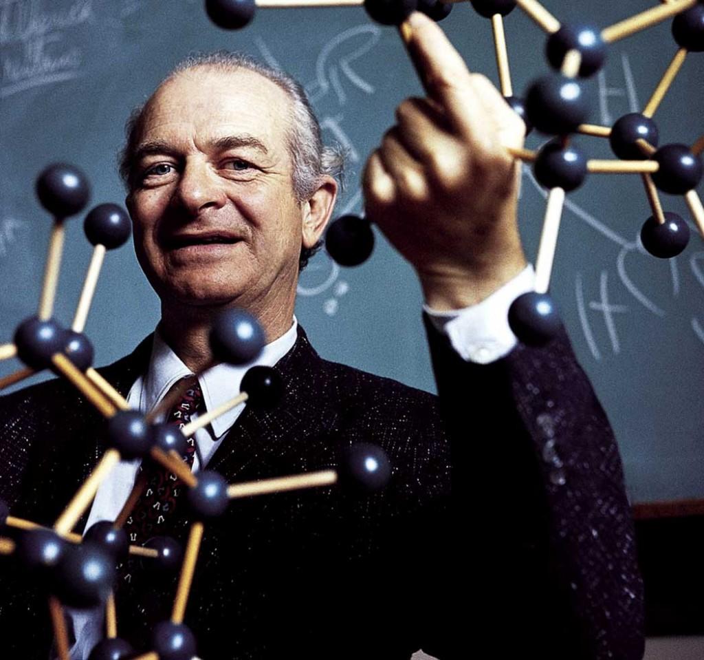 Linus Pauling advierte que la lluvia radioactiva daña al ser humano: 29 de marzo de 1959