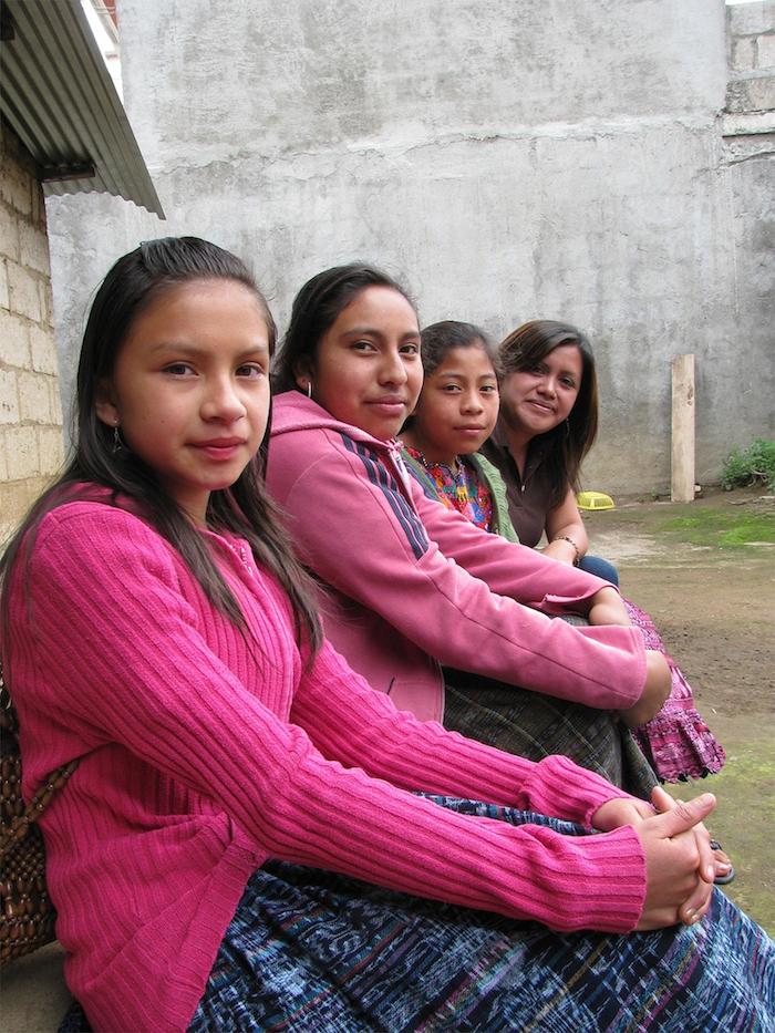 Mujeres jóvenes indígenas