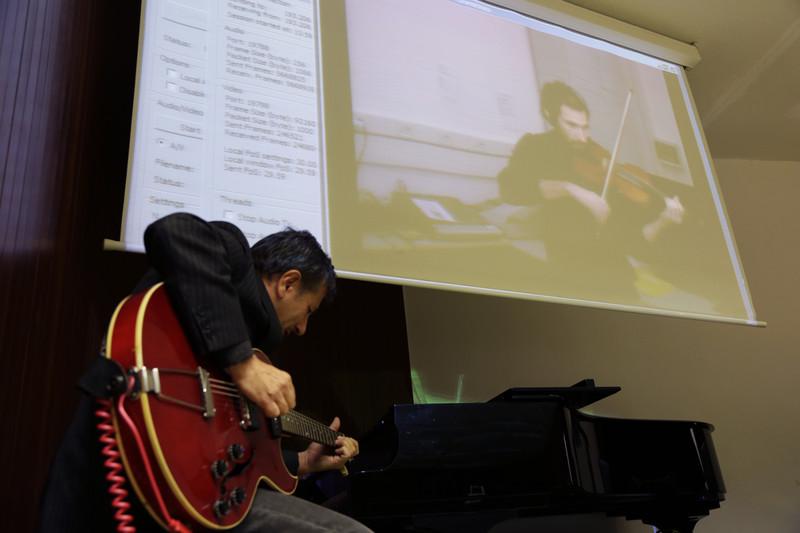 Armonizar la música a 2700 km de distancia