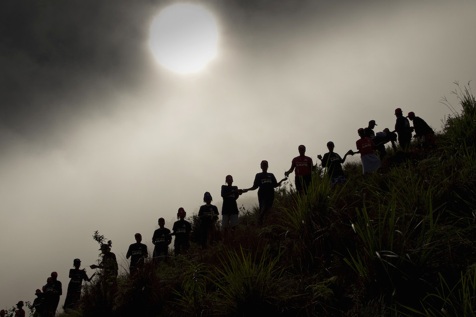 Haitinianos trabajando para salvar una ladera- Logan Abassi, ONU foto
