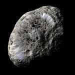 Hiperión, la luna esponjosa de Saturno