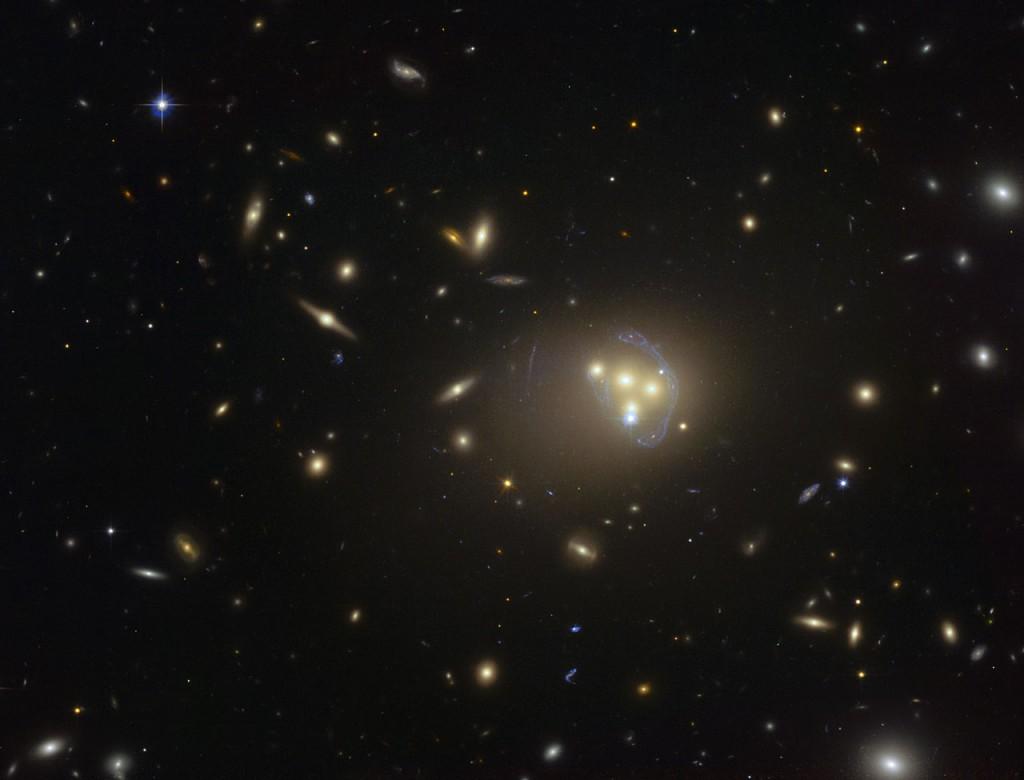 ¿Primeros signos de interacción de la materia oscura consigo misma?