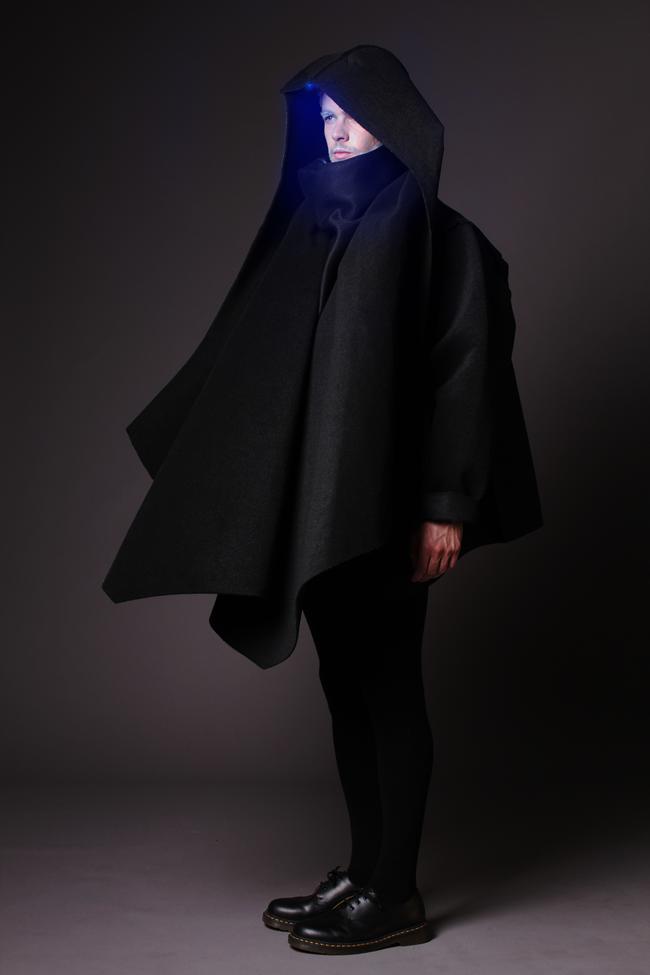 Tecnología lumínica en desfile de modas de ropa inteligente