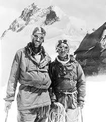 Edmund Hillary y Tenzing Norgay en la cima del Everest