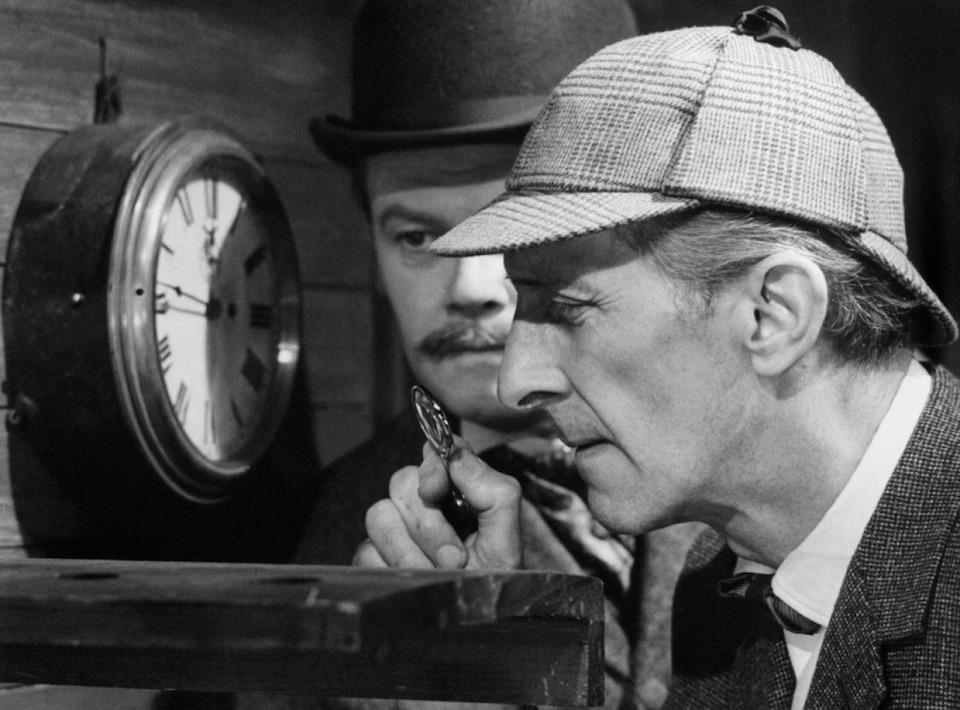 Peter Cushing como Sherlock Holmes, con Nigel Stock, como el Dr Watson c
