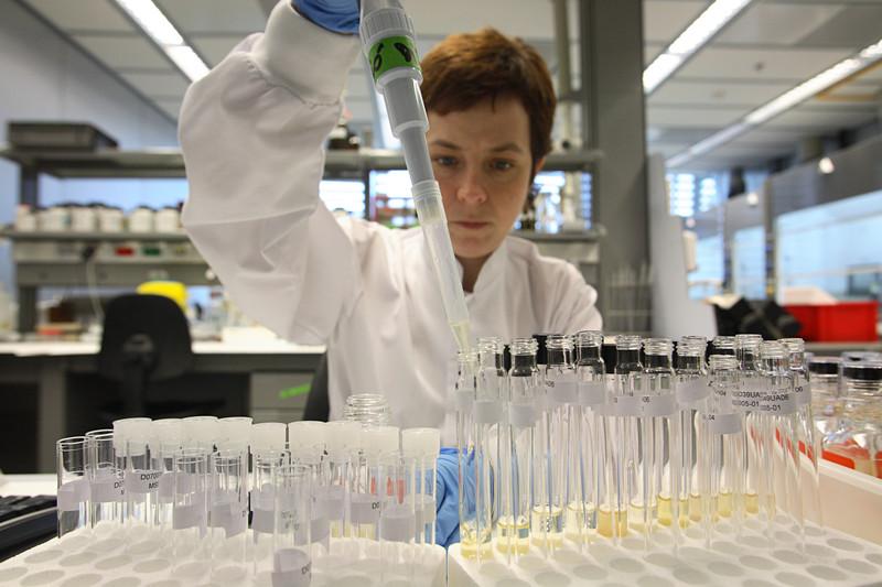 La revisión de los estudios científicos para revistas es subjetiva y de calidad variable