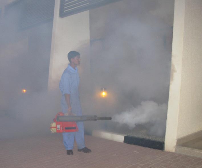 Tratamiento contra los mosquitos utilizando un nebulizador térmico- Roy Bateman, Wikipedia