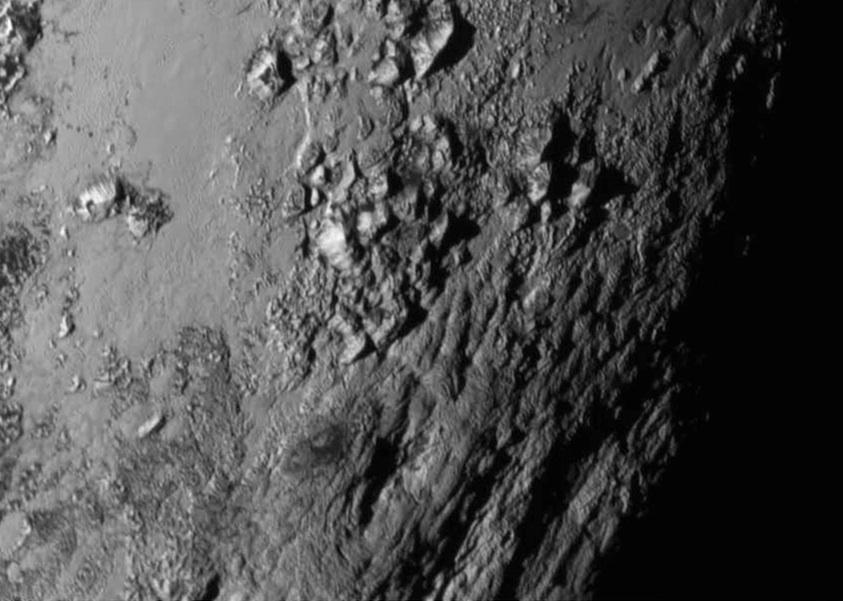 Cadena de montañas jóvenes cerca del ecuador de Plutón, imagen captada por New Horizon- NASA/JHU APL/SwRI