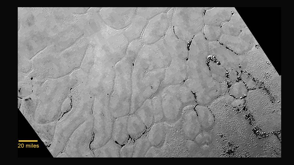 """Llanuras heladas en el """"corazón"""" de Plutón"""