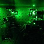 Científicos británicos miden la compresión de la luz en una partícula
