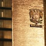 Escudo de la UNAM en la Torre de Rectoría