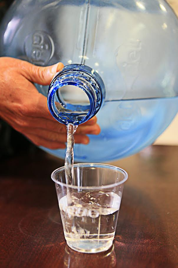 Extraen empresas transnacionales agua de manantiales y redes públicas para venderla embotellada