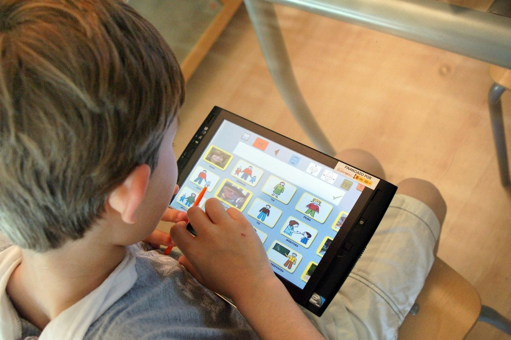 Los padres creen que el uso de la tecnología en las aulas mejora el futuro de sus hijos