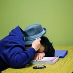 El sueño irregular perjudica el rendimiento académico de los adolescentes