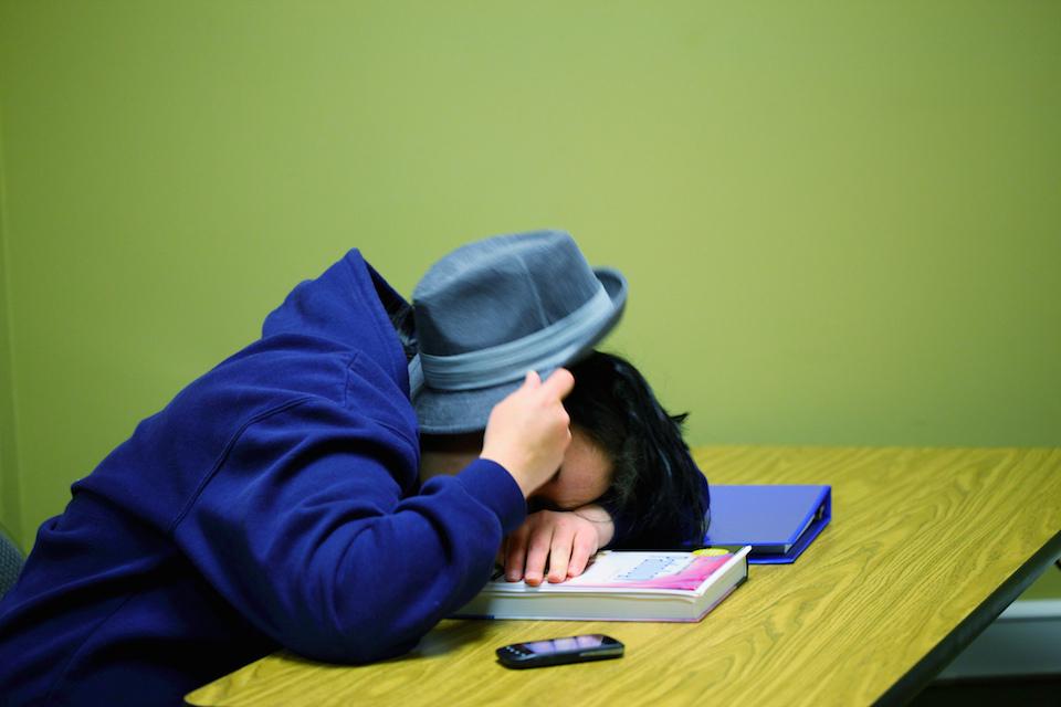 Adolescente durmiendo en la escuela- D. Sharon Pruitt
