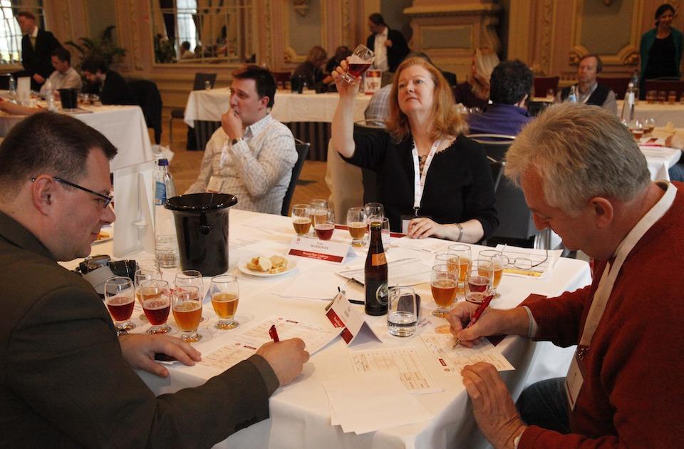Catadores en El reto de Cerveza de Bruselas, Bélgica- Xinhua/Wang Xiaojun (archivo)