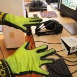 Guantes de realidad virtual para sentir frío o calor intenso