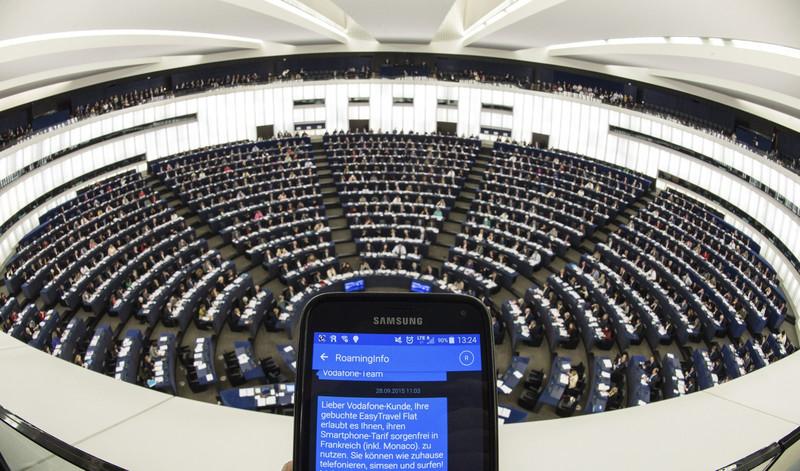 Un celular en el Parlamento Europeo en Estrasburgo (Francia)- Patrick Seeger, EFE