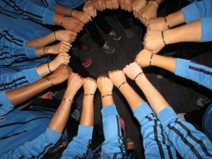 Puños juntos, equipo, team, si se puede